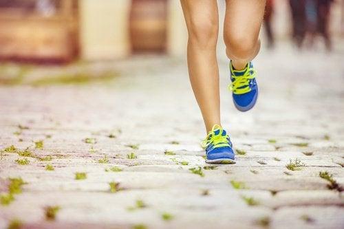 Регулярные занятия спортом помогают избавиться от целлюлита на бедрах