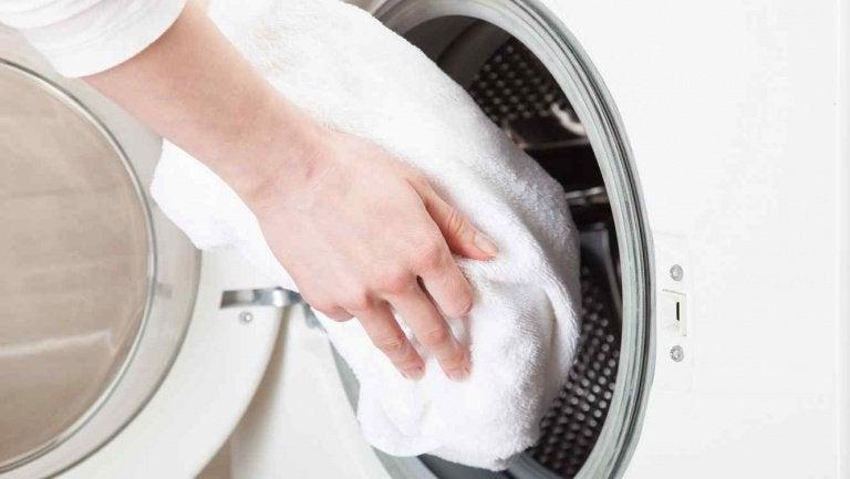 Белые полотенца и уксус