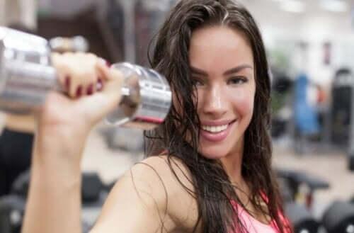 5 простых упражнений, которые позволят улучшить форму груди