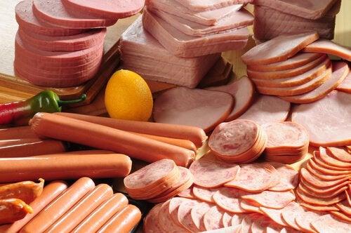 Колбасы и неприятный запах
