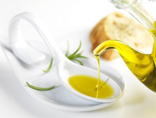 Оливковое масло первого отжима и ресницы