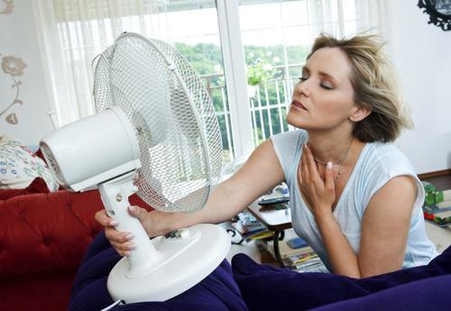 Приливы и менопауза протекает тяжело