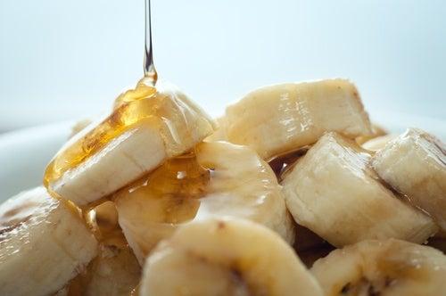 Рецепт маски из банана и меда поможет укрепить мышцы