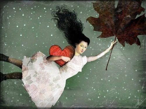 Женщина с сердцем и листом в руке