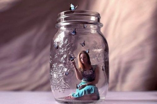 Женщина в стеклянной банке и недостатки