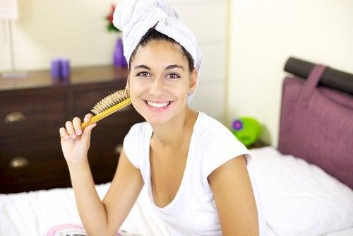 Чтобы волосы росли быстрее, не оборачивайте их полотенцем
