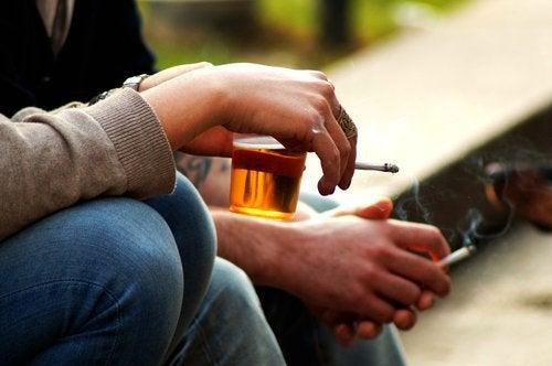 Алкоголь и сигареты противопоказаны при высоком уровне эстрогена