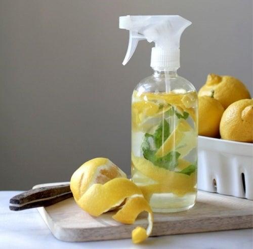 Лимон поможет отстирать носки