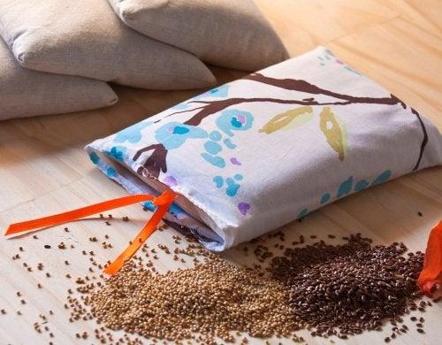 Как использовать мешочки с зерном против мышечных болей