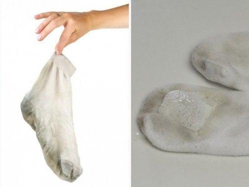 5 бытовых хитростей, которые помогут сделать носки безупречно чистыми!