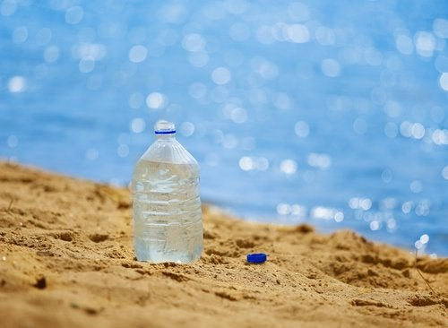 Пластик загрязняет воду