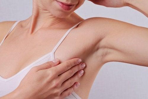 Пищевую соду можно использовать вместо дезодоранта