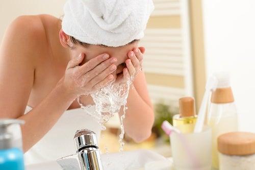 Умывание и снятие макияжа
