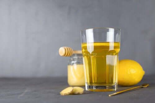 Теплая вода и мед: 5 причин, почему это так полезно
