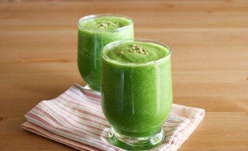Коктейль из овощей и фруктов поможет справиться с бессонницей
