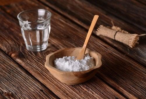 Пищевая сода устранит темные пятна на шее