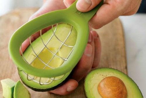 Авокадо и скраб из косточки авокадо
