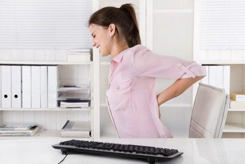 Упражнение на растяжку при боли в позвоночнике
