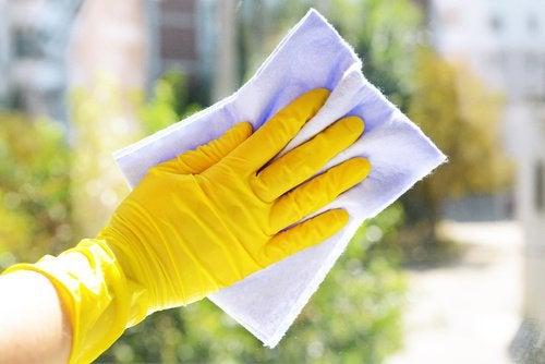 Защищай ногти от агрессивных химических средств
