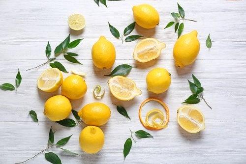 Лимон устранит темные пятна