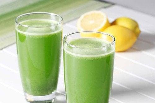 Задержка жидкостей в организме: лекарство из петрушки и лимона