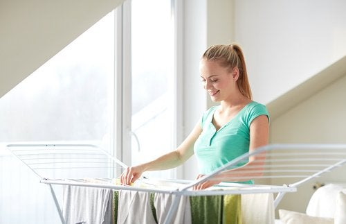 Сушить одежду в доме может быть вредно для здоровья