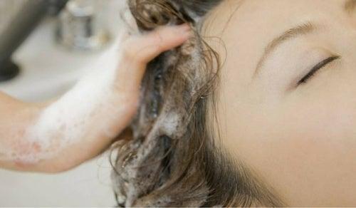 Как нужно мыть волосы: спорим, ты всю жизнь делаешь это неправильно?