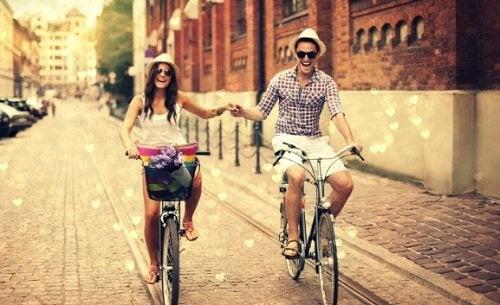 Счастливые пары строят дружбу