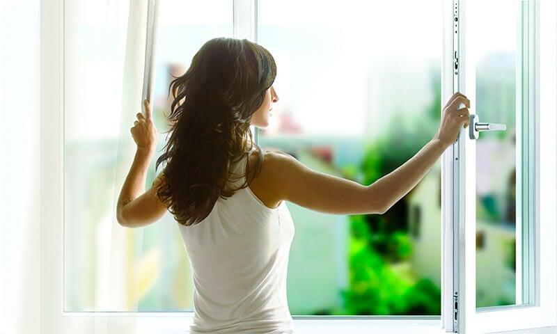 Сушить одежду лучше в проветриваемом помещении