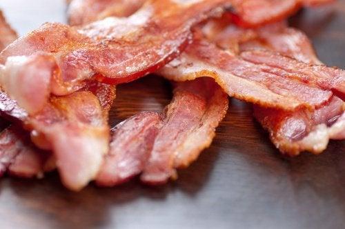 Какие продукты не стоит добавлять в салат, если вы хотите похудеть?