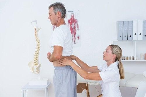 Боль в спине и приседания