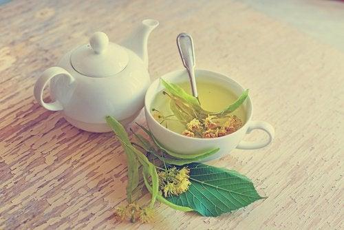 Липовый чай снимет воспаление десны