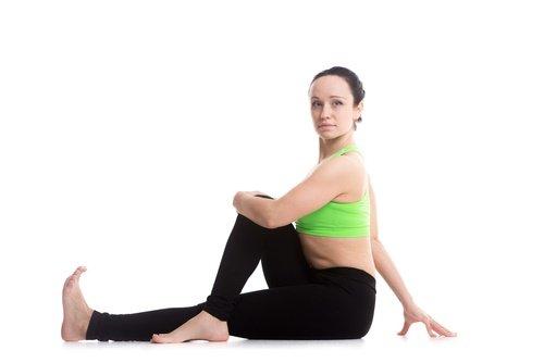 Поворот спины чтобы улучшить пищеварение