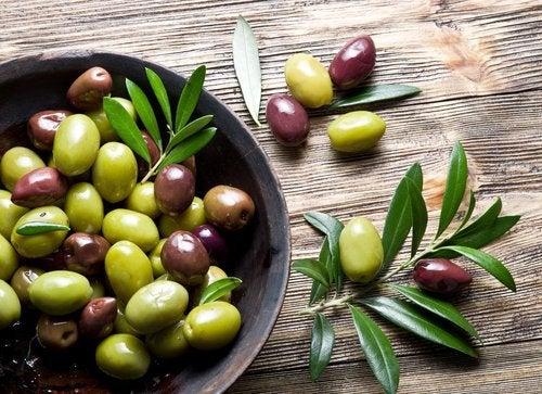 Оливки в блюде
