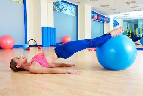 6 упражнений, которые вы можете делать дома, чтобы быть в форме