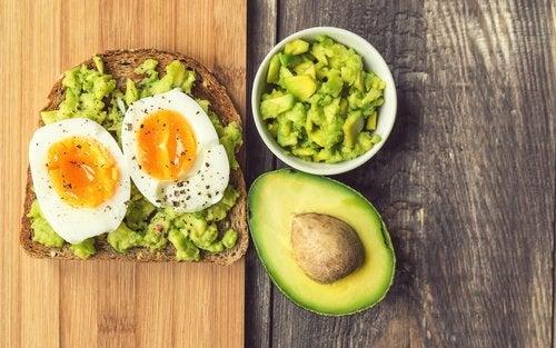 Как можно чаще ешь на завтрак авокадо
