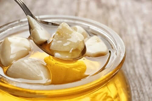 Органический чеснок и мед натощак