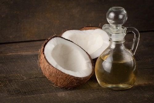 Кокосовое масло и густые волосы