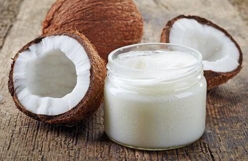 Кокосовое масло для кожи вокруг глаз