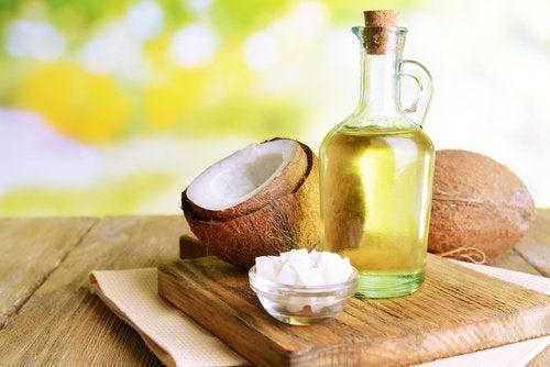 Кокосовое масло против секущихся кончиков