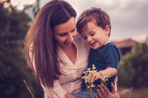 "Голос матери ""пробуждает"" мозг ребёнка"
