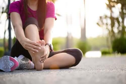 Мышечные спазмы в ногах: причины их появления и лечение