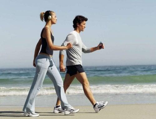 Ходьба помогает натренировать мышцы стоп
