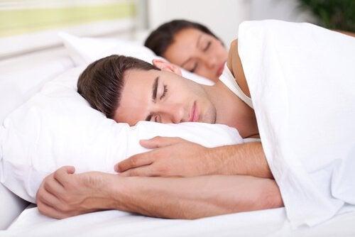 Без сна каждый день выглядеть моложе просто невозможно