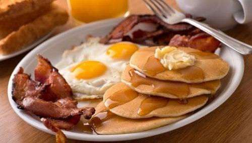 5 продуктов, которые не стоит есть на завтрак