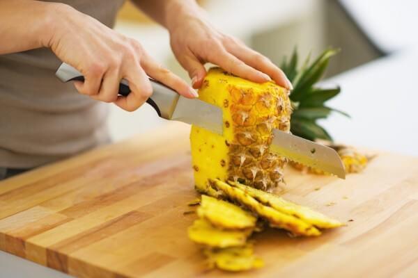 Завить волосы с помощью кожуры ананаса