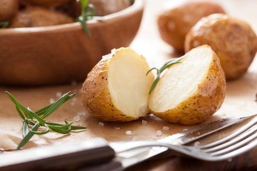 Вареный картофель отлично утоляет голод