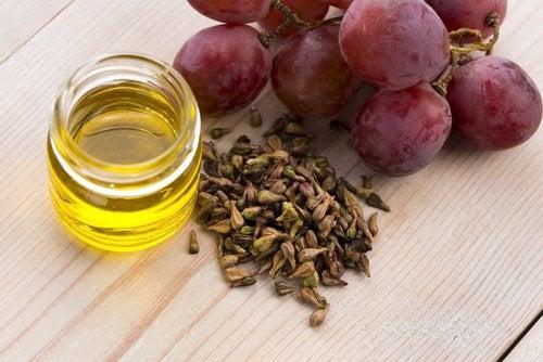 Гусиные лапки и масло виноградных косточек