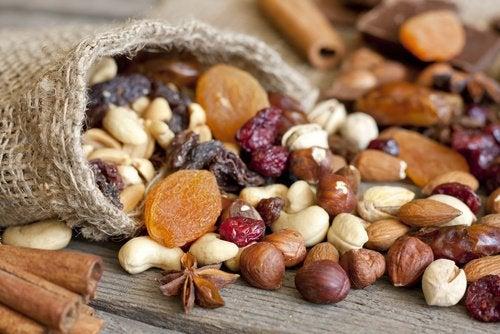 Продукты и орехи