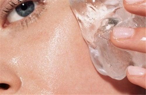 Уход за кожей и кубики льда